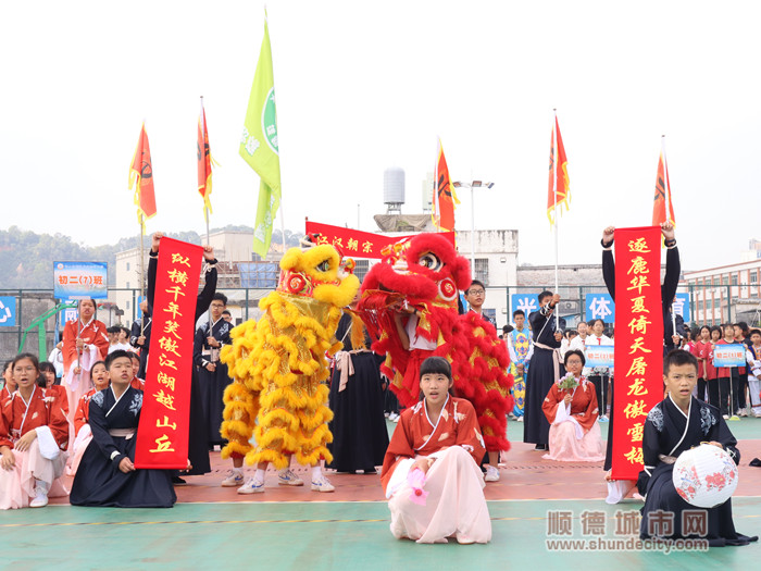 成美中学初二七班的汉族文化表演。.jpg