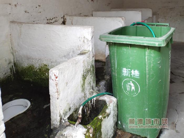 改造前的外村公厕。.jpg